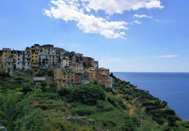 断崖の展望台からリグーリア海を望む