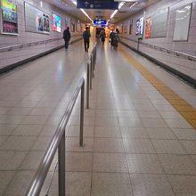 千代田線への通路