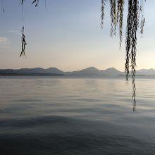 日が暮れる少し前の西湖