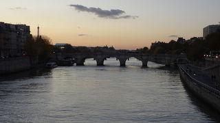 街の中心を流れる美しい川