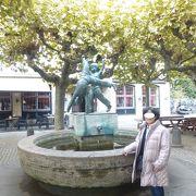 デュッセルドルフ:旧市街(500m四方の狭い町)には何でもある。