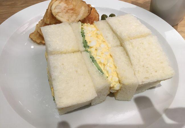 角食パン使用のサンドイッチ