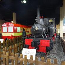小型の蒸気機関車や井川線の車両などを展示