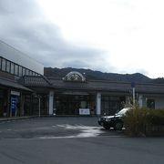周辺にお土産物屋もなく小さな駅でした