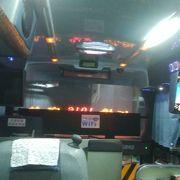 日本の高速バスより客席空間は快適