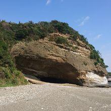 大きな洞穴