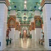 色合いの綺麗な寺院