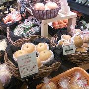 夏蜜柑や梨など農産物や、その加工品など地元名産品が豊富