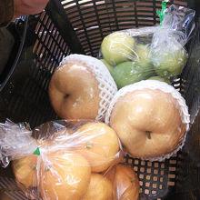 梨、蜜柑、レモンを購入した