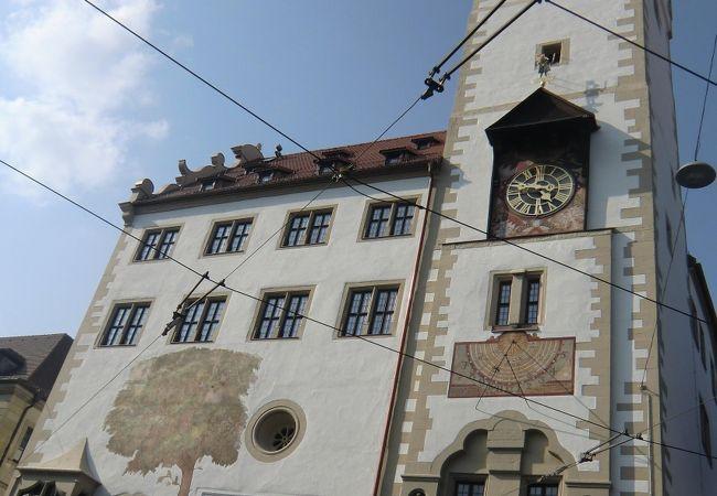 日時計とぶどうの壁画