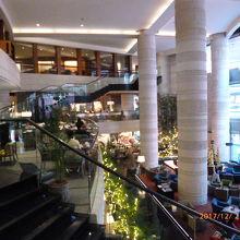 たまに隣接したホテルのランチビュッフェなどを楽しんでいます。