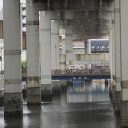 「一之橋」の東側に架かっています