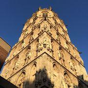 マルクト広場に面した旧市庁舎の塔