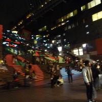 京都駅ビル大階段  グラフィカルイルミネーション