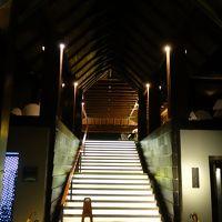 ホテルのエントランス、この階段を上がるとロビーラウンジです。