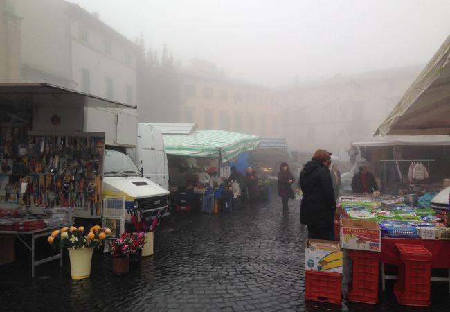 ポポロ広場の朝市