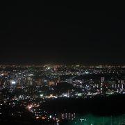 郊外から名古屋の街中の夜景を一望できる