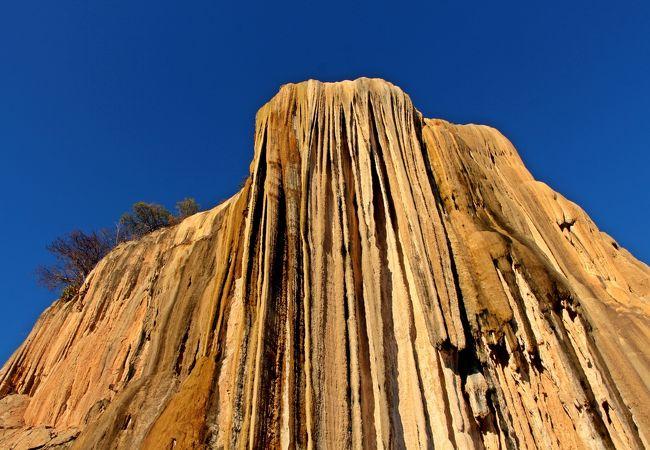 本当に地球上?ココでしか見れない【石の滝】/Hierve el Agua(イエルベ・エルアグア)