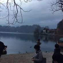 静かな湖面でした。
