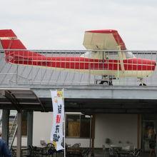 小型飛行機が展示されてます