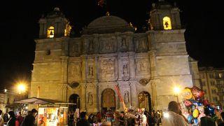 ソカロから見る夜景Cathedral of Oaxaca