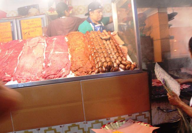 ローカル食堂が集まる市場Mercado 20 de Noviembre