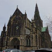 グラスゴーに行ったらば、必見。ステンドグラスが素晴らしい大聖堂。