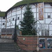 シェイクスピアのグローブ座を復元した劇場