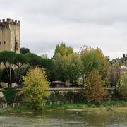 11月に訪問。この門の周辺の紅葉とアルノ川の景観が最高でした!
