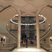 カタールの威信をかけた、イスラムの歴史を辿るゴージャスな博物館