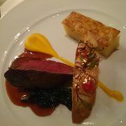 汐留のコンラッド東京にあるレストラン、夜景と美味しい料理、カクテルを楽しめる。