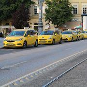 黄色い車体