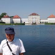 大きな建築、庭園、前に広がる大きな湖など大変すばらしかった