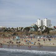 砂浜が広すぎて海まで辿り着けず Santa Monica State Beach