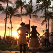 ハワイとフラを感じられる無料のフラショー。
