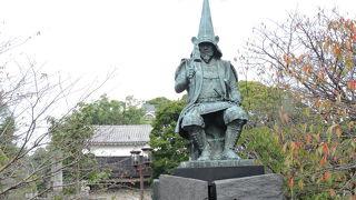 熊本城への登り口にある銅像