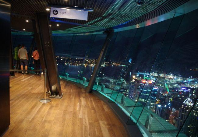60階のスカイデッキ