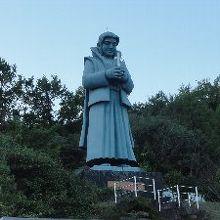 巨大な天草四朗の像が目印