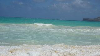 波高めのビーチ