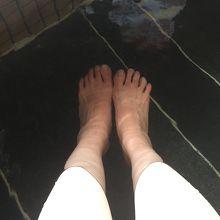 温度がちょうどよく調整してあり、いつ行っても きれいな足湯