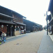 長良川の河畔にある古い町並みです。