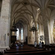 荘厳な大聖堂。入場料無料