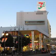 新京成電鉄の新津田沼駅と一緒にあります
