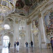 宮殿以外の建物も行くべし!