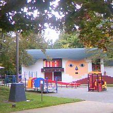 中島公園駅内にある人形劇場です
