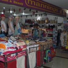 ティモールプラザには、商品を多数そろえた店舗が多いです。