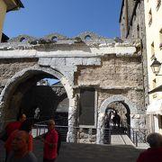 ローマ時代遺跡と共存するイタリアの古代都市、アオスタ