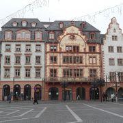 有名なクリスマスマーケットの会場になっている広場です