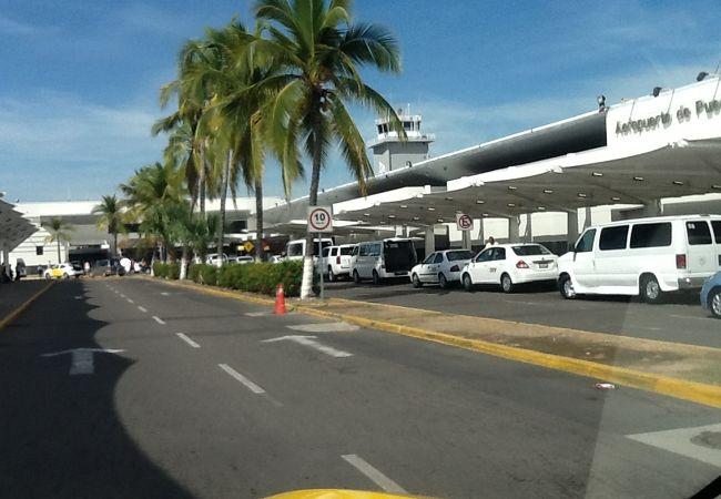 リセンシアード グスタボ ディアス オルダス国際空港 (PVR)