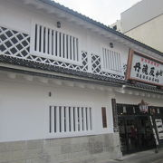 薬の町富山の歴史を堪能できる、博物館のような風情でも楽しめるお店です